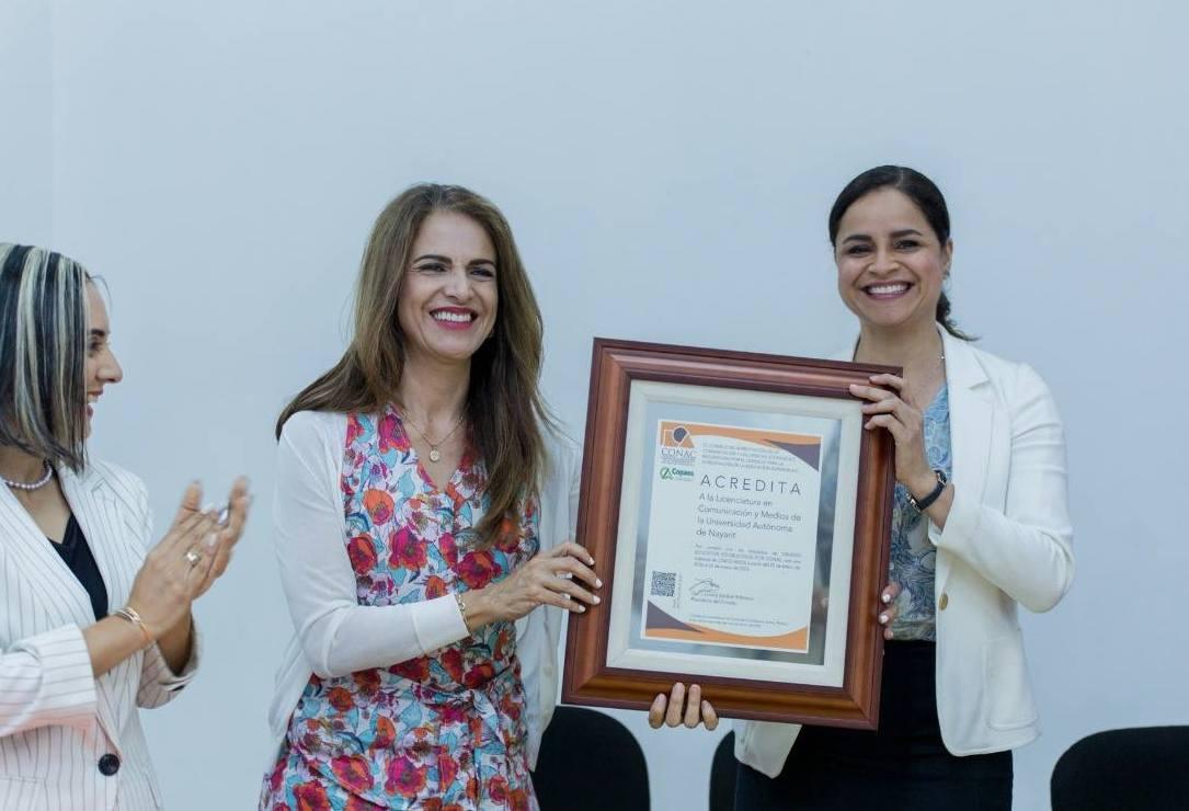Recibe Comunicación y Medios de la Universidad Autónoma de Nayarit acreditación de CONAC